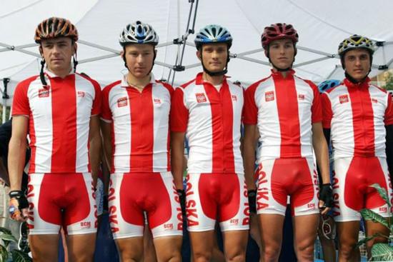 Ciclistas con lycra.